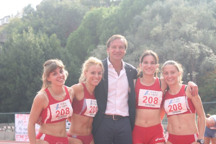 Setafno Mei con le Atlete della staffetta