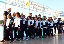 I giovani calciatori dell'Entella assieme al presidente Gozzi