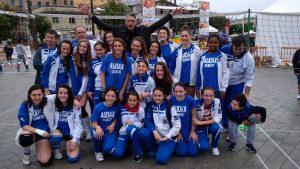 La squadra di Pallavolo dell'Audax assieme ad Andrea Lucchetta