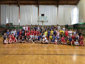 """Centosei bambine per la """"Giornata in Rosa"""" con Unicef a Loano"""