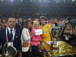 """""""Premio Fabrizio Frizzi"""" a Davide. Cavo: """"La Partita del Cuore è una vittoria di tutti"""""""