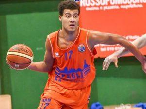 Daniele Nsesih Vultur saluta il Basket Pegli