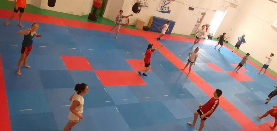 Lanterna Taekwondo: mantenere il gruppo e fare sport