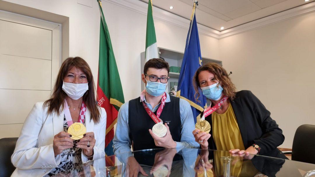 Simona Ferro e Ilaria Cavo incontrano il pluricampione paralimpico Bocciardo in Regione