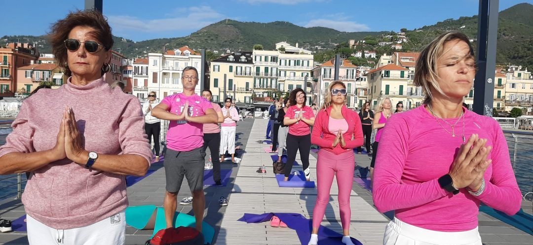 Che successo per lo yoga femminile ad Alassio in Rosa